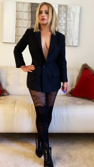 Thuriane escort girl