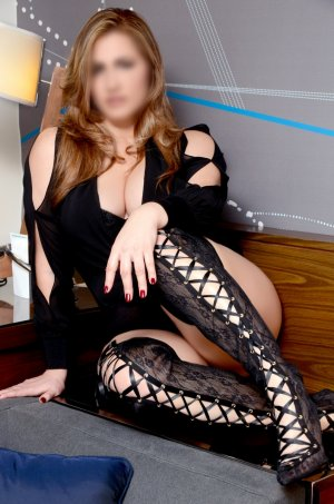 Loresa busty escort in Paris