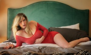 Johanita busty escort girl in Crystal Lake Illinois